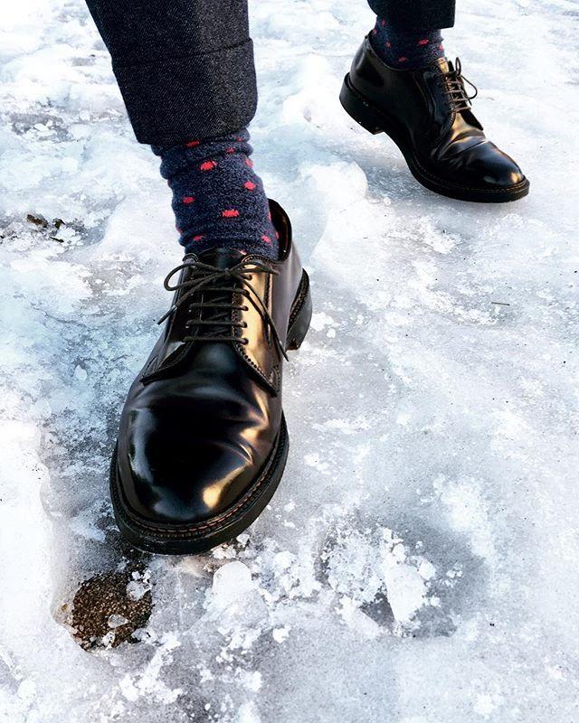 kh_0619 ❄️❄️❄️ ㅤㅤㅤㅤㅤㅤㅤㅤㅤㅤㅤㅤㅤ 日陰はまだ雪残っています☃️今日は寒い〜 ㅤㅤㅤㅤㅤㅤㅤㅤㅤㅤㅤㅤㅤ #alden #aldenarmy #aldenshoes #color8 #shellcordovan #horween #incotex #mensshoes #shoegazing #オールデン #足元倶楽部 2018/01/25 20:31:01