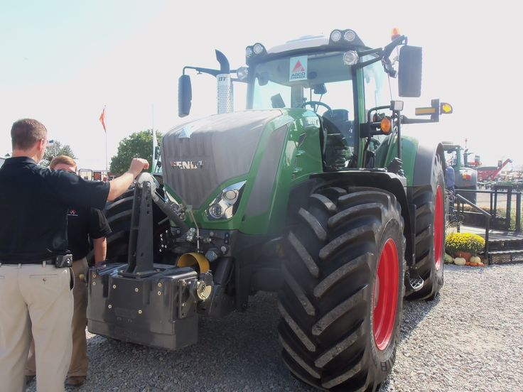 280 engine hp,2400 PTO hp Fendt 828 VARIO tractor