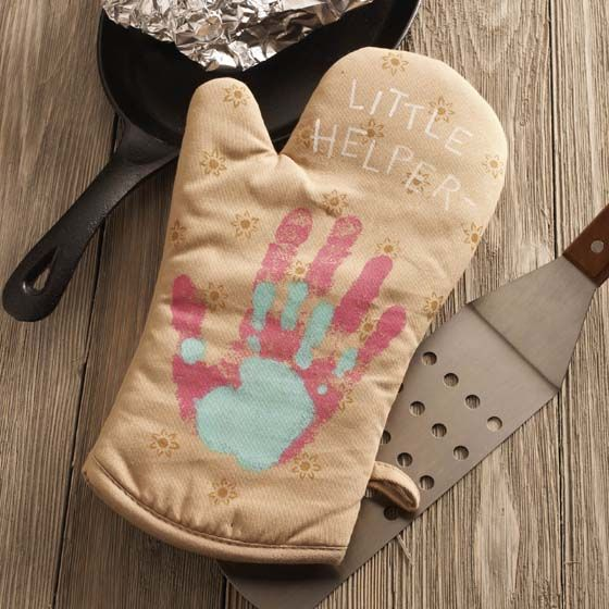 495 best make for moms or grandmas images on pinterest mothers craft painting diy mothers day gift with kids handprint oven mitts negle Gallery