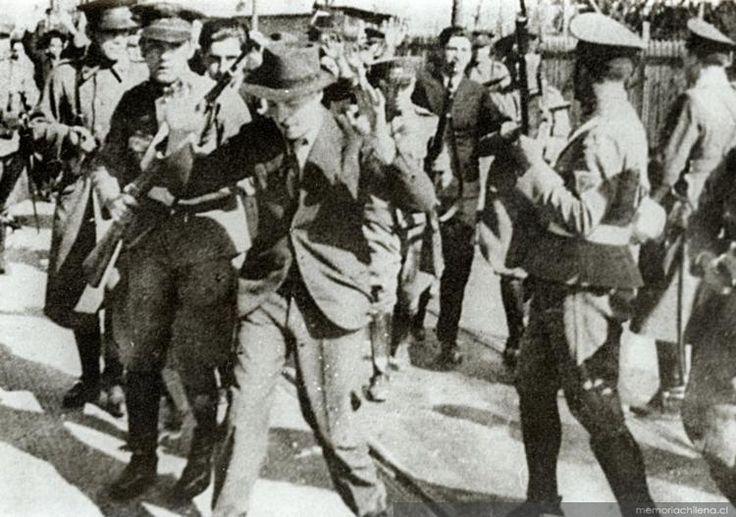Masacre del Seguro Obrero, 5 de Septiembre de 1938. Jovenes del grupo nacional socialista chileno, luego de un fracasado golpe de estado, apoyando la candidatura de Carlos Ibañez del Campo, fueron cruelmente asesinados, durante el segundo gobierno de Arturo Alessandri.