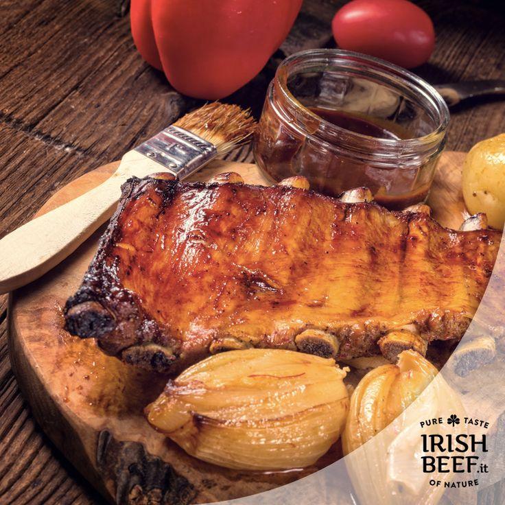Cosa c'è di meglio delle costine al #BBQ ? Affumicatura, carne morbida, sapore intenso. Ok, ora abbiamo fame anche noi!