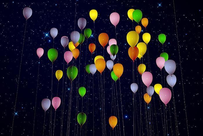 Solche LED-Ballons zur Hochzeit findet ihr in verschiedenen Ausführungen etwa bei Amazon ab 9,20€ oder im Ja-Hochzeitsshop (5 Stck. für 7,90€).