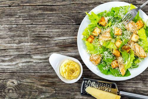 Caesar salát s kuřecím masem – COOP Club