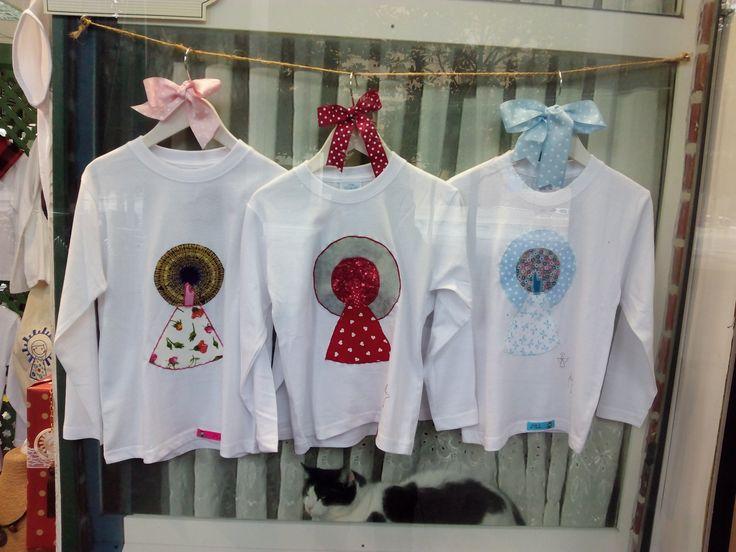 Camisetas de manga larga con la Virgen del Pilar. Originales y variados modelos en Zaragoza Olé Souvenirs.