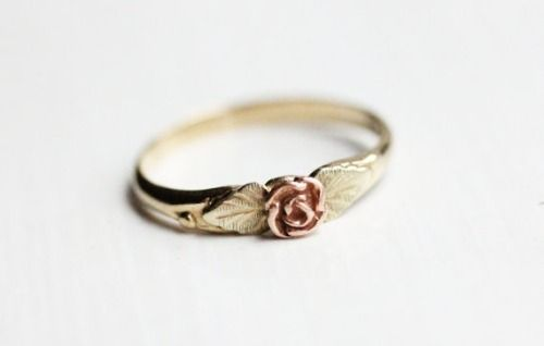 vintage gold rose ring