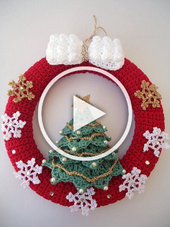 Christmas Wreath In Crochet Door Hanger Decoration Snowflakes Diy Crafts To Sell Christmas Decor Diy Diy Crafts