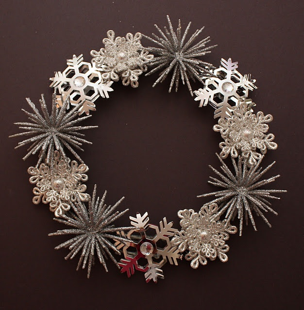diy snowflake wreath: Christmas Wreaths, Pottery Barn Inspired, Christmas Idea, Sadie Priss, Pottery Barns Inspiration, Barns Inspiration Winter, Holidays Wreaths, Ornaments Wreaths, Winter Wreaths