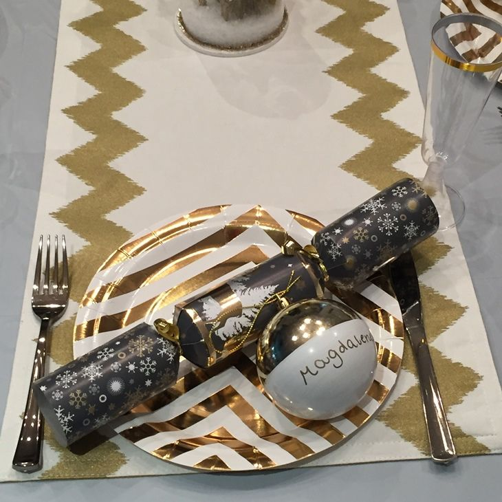Christmas Table setting budget #littlepartylove #decorations #partyideas #metallic #metallicchristmas #christmas