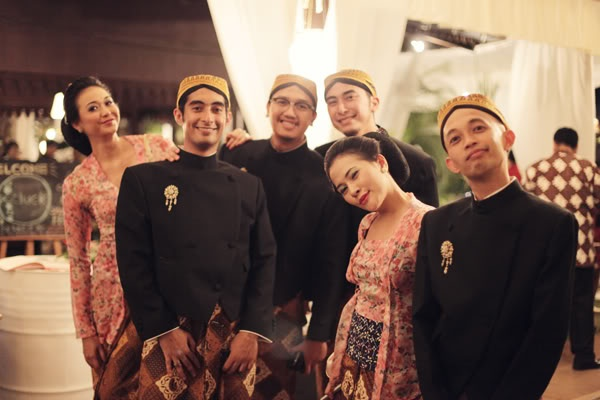 Javanese Bridesmaids and Bestmen Vintage Uniform.. :) | by Andra Alodita