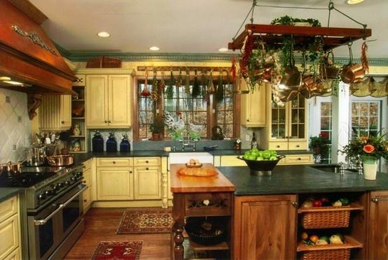 Country kitchen.: Pots Racks, Decor Ideas, Dreams Kitchens, Kitchens Design, Kitchens Ideas, Interiors Design, French Country, Country Cooking, Country Kitchens