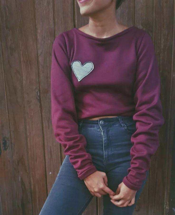 Suéter Crop Top Con Coderas De Flores - Bs. 12.000,00 en Mercado Libre