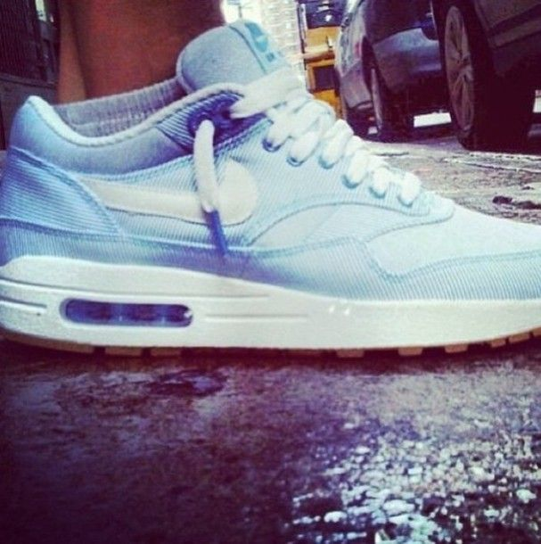 Girls wearing #sneakers Air Max 1