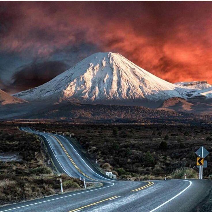 Mount Ngauruhoe, a few km north of Mount Ruapehu - New Zealand