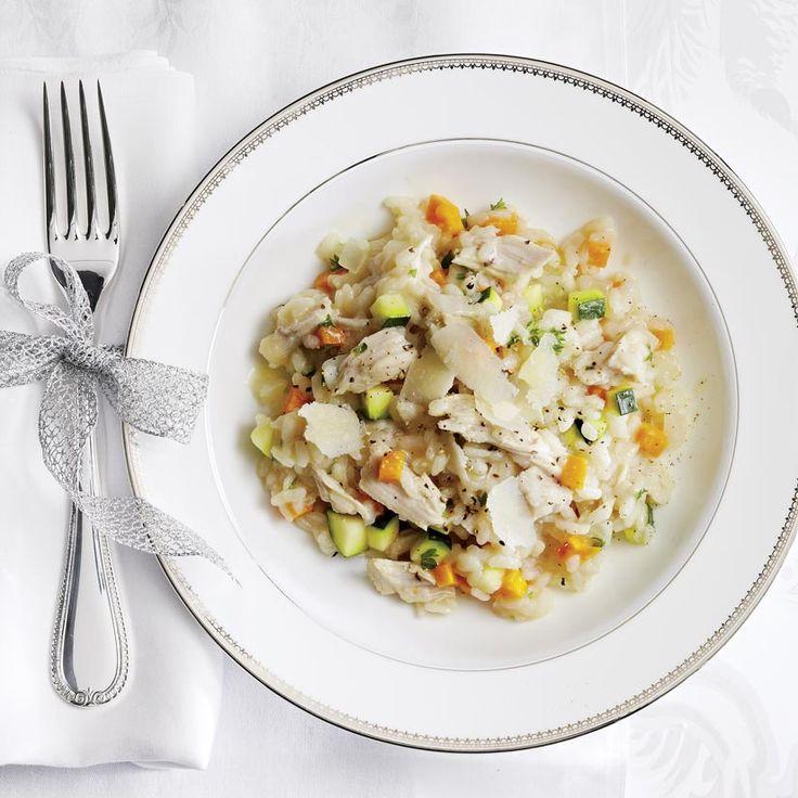 Si on utilise du poulet déjà cuit au lieu de poitrines de poulet, on l'ajoute en même temps que les nouilles aux oeufs, simplement pour le réchauffer.