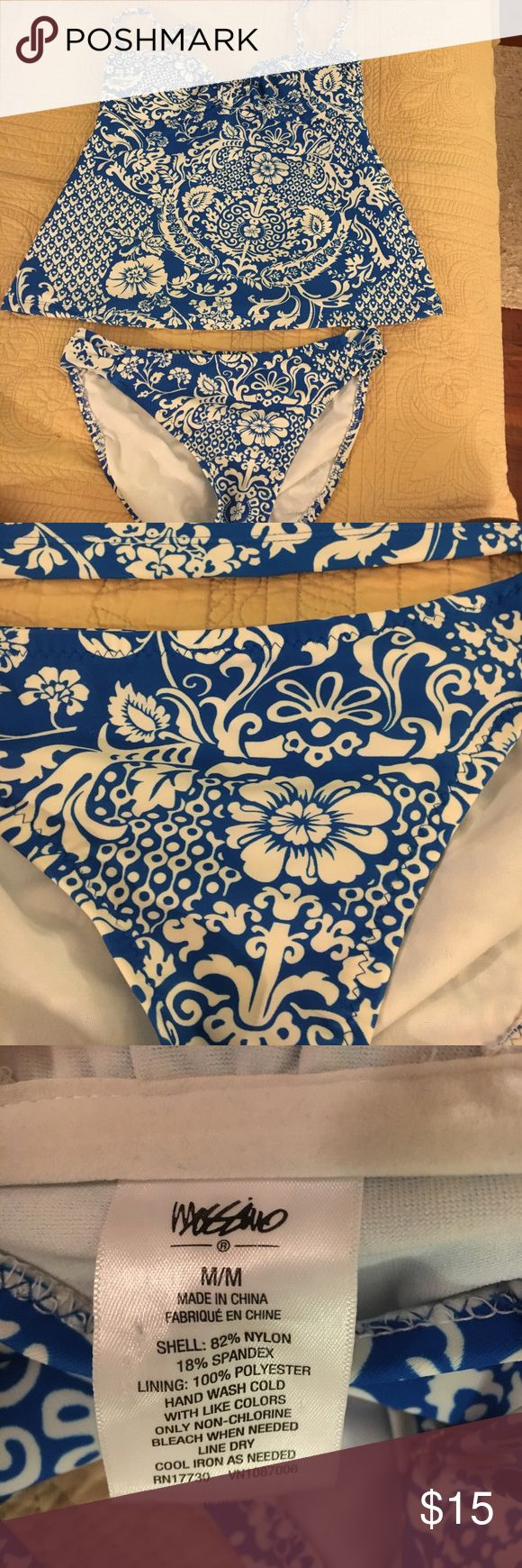 Mossimo blue and white bikini 👙 size medium LN Mossimo medium blue and white tankini top and bottoms like new Mossimo Supply Co Swim Bikinis