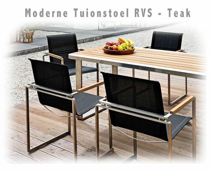 Moderne Tuinstoel zwart roestvrijstaal RVS en teakhout armleuning. Aparte vierkanten tuinstoel met zwarte stof bekleding.
