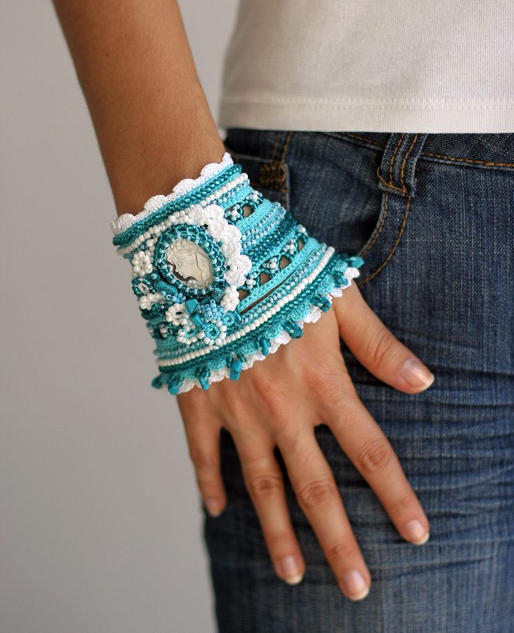 SALE++Marine+crochet+bracelet+in+white+and+turquoise+by+ellisaveta