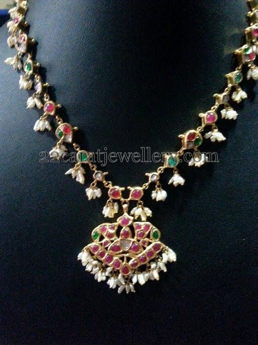 Jewellery Designs: 15 Gms Simple Kundan Set for all Ages
