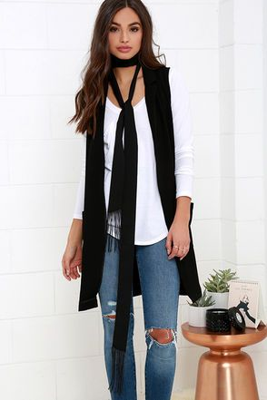 "The Promptitude Black Fringe Skinny Scarf has arrived just in time to make you the chicest chick on the block! Lightweight woven fabric shapes a long and skinny neck scarf with fringe ends. Scarf measures 2"" wide, and 100"" long."