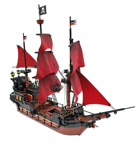 I absolutely love this custom-built LEGO pirate ship!