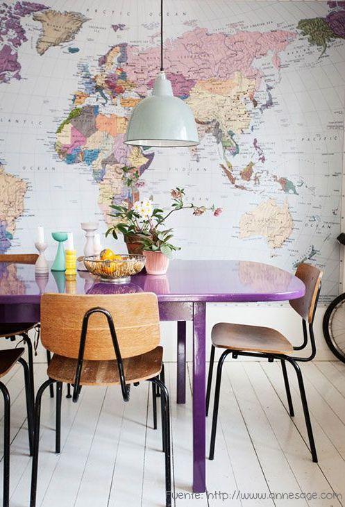 El lila predominante en el planisferio, se tomó como base para repetir en la mesa.