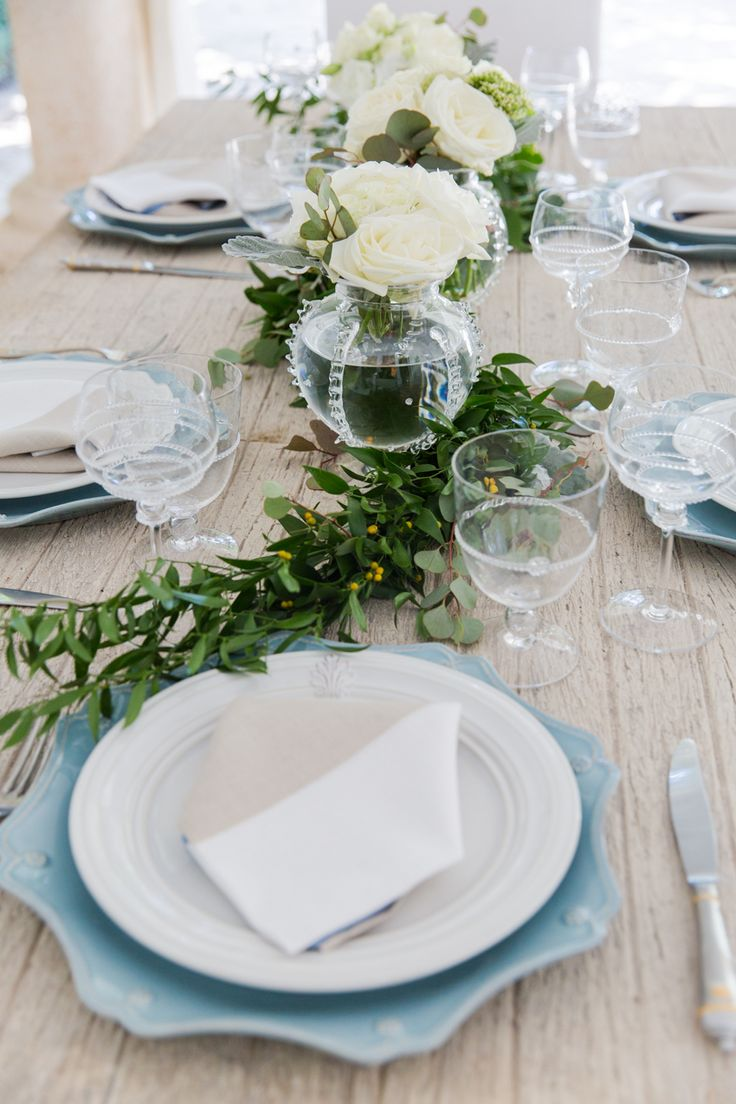 With autumn upon us, @fashionablehostess threw a beautiful al fresco dinner party to welcome the change in seasons, featuring pieces from our Bohemian glassware, Acanthus and Berry & Thread collections.
