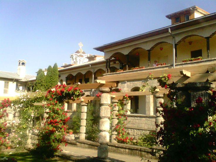 """Mănăstirea """"Sf. Maria"""" , oază duhovnicească la malul lacului Techirghiol"""