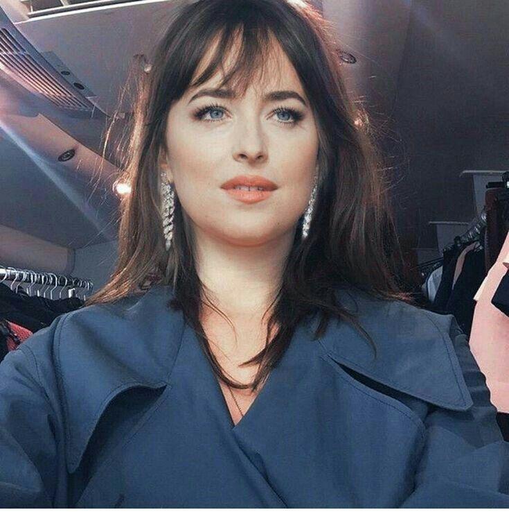 Pin De Ximena Em Dakota Looks Cabelo E Vestidos