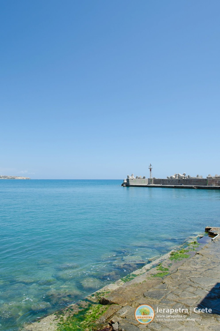 At the small port of #Ierapetra entrance. | Στην είσοδο του μικρού λιμανιού της Ιεράπετρας. (CC-BY-SA 3.0)