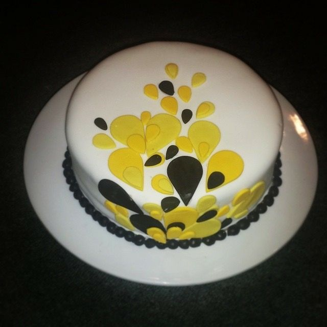 Pre wedding cake  By:julius & tanya