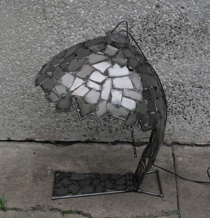 lampa może być też wisząca, po odczepieniu stopki