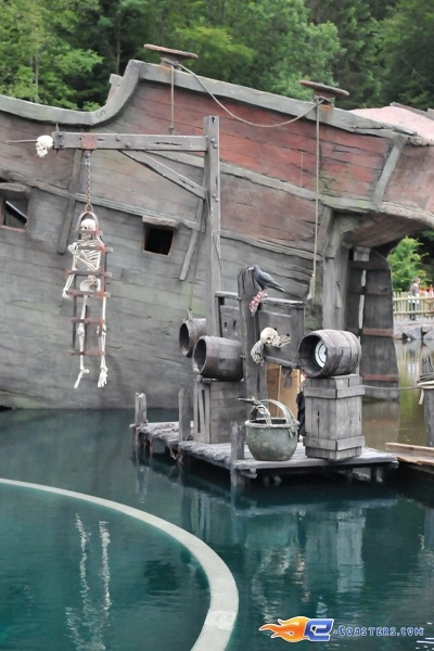 23/26 | Photo de l'attraction Pirates Attack située à Fraispertuis-City (France). Plus d'information sur notre site http://www.e-coasters.com !! Tous les meilleurs Parcs d'Attractions sur un seul site web !!