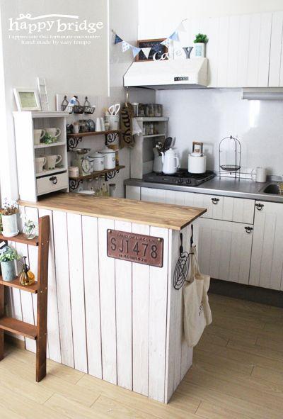 女性の住まいの憧れの1つでもある、キッチンカウンター。物件によってはカウンターがない場合もありますが、お手頃価格のカラーボックスで簡単に設置できることをご存知ですか?
