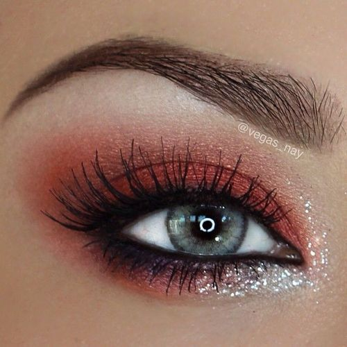 makeupbag:http://makeupbag.tumblr.com/: Eyes 3, Green, Red Glitter Eye Makeup, Valentines Day, Hazel Eye, Eyeshadows Colors, Bleeding Heart, Beautiful Eye, Http Makeupbag Tumblr Com