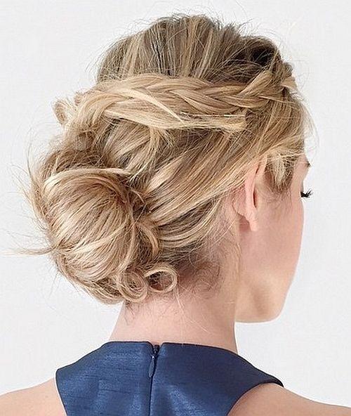 fonott frizurák - laza tarkókonty fonással