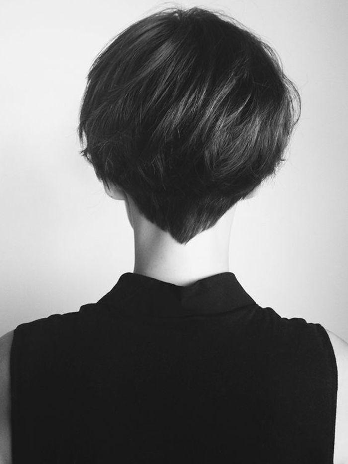 Kurzhaarfrisur für Frauen, schön und praktisch, glatte schwarze Haare, Ideen für Haarschnitte