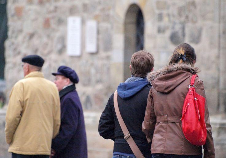 """Arbeitsministerin Andrea Nahles hält gesetzliche Rentenversicherung für """"wetterfest"""" - http://www.statusquo-news.de/arbeitsministerin-andrea-nahles-haelt-gesetzliche-rentenversicherung-fuer-wetterfest/"""