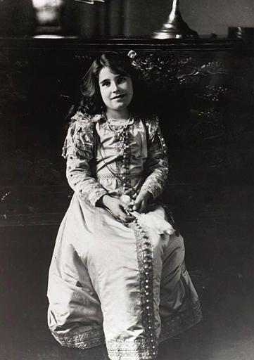 elizabeth bowes-lyon, future wife of George VI, taken at her childhood home,  glamis castle