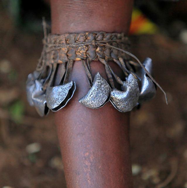 Ethiopie: clochettes autour des mollets des femmes Hamar. by claude gourlay, via Flickr