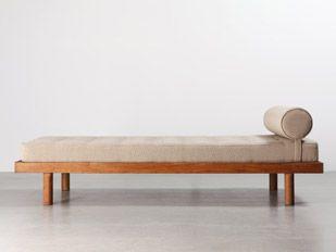 Charlotte perriand mobilier galerie patrick seguin for Elle decor beds