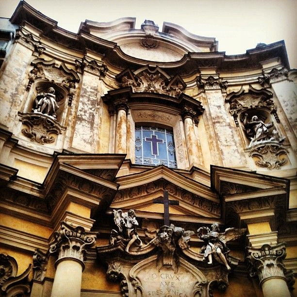 The only rococò facade that can be seen in Rome