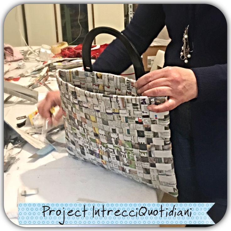 Borsa di carta Paper bag #giochidicarta #paper #papercraft  #paperjewelry #paperjewels #viamantovana56 #projectintrecciquotidiani  #borsadicarta