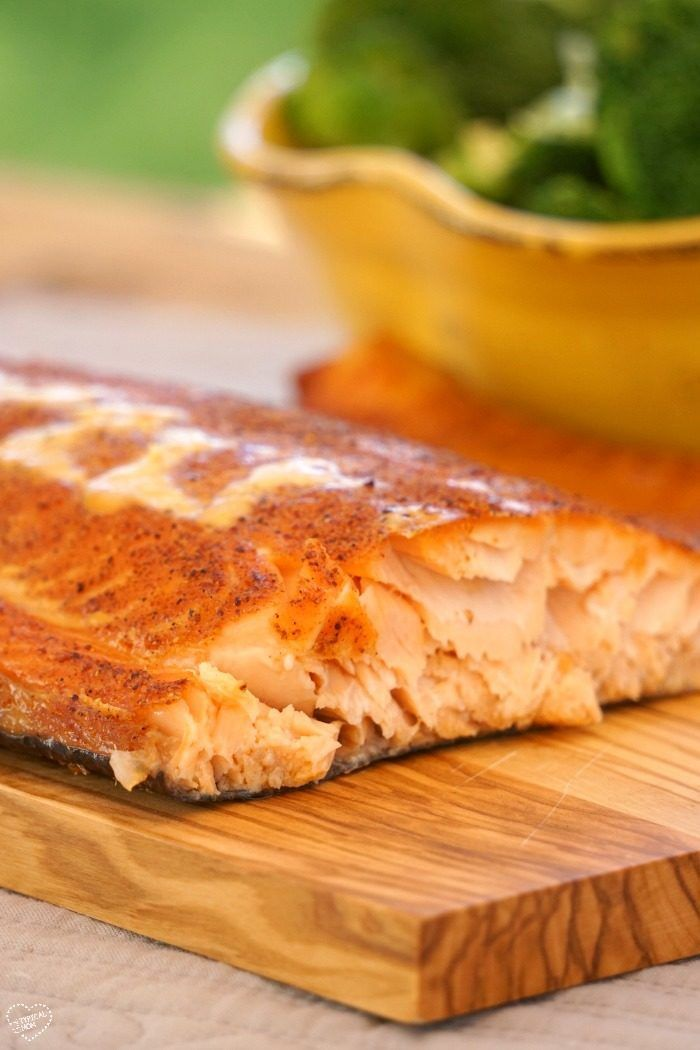How to smoke salmon easily at home, it comes out SO amazing!!! Super easy recipe for the rub too. AD #snpsweepstakes #healthyheartpledge