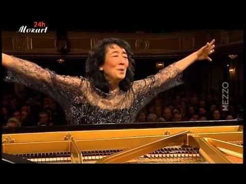 Mozart: Concerto for piano and Orchestra (d-minor) K.466  Mitsuko Uchida, Piano & Conductor Camerata Salzburg
