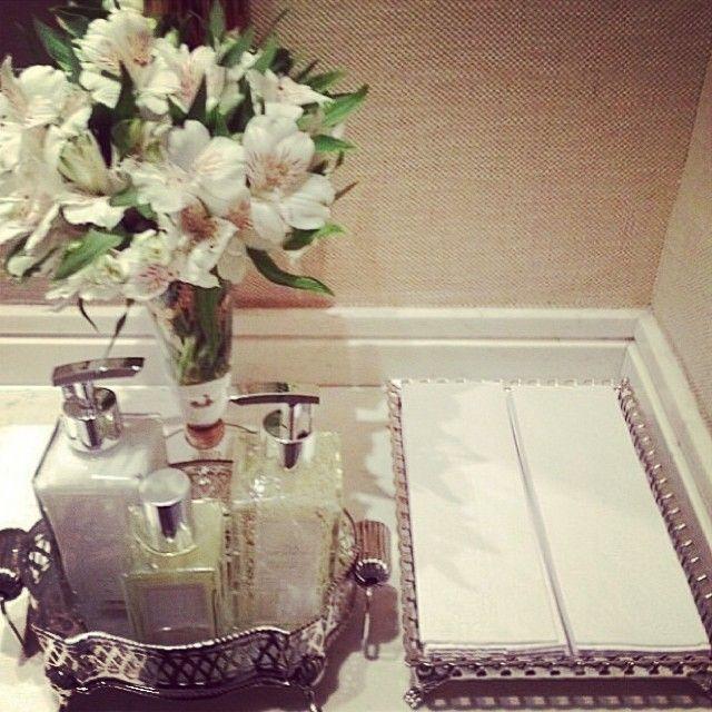 #ShareIG Todo lavabo merece um carinho especial !!!! Este lavabo caprichado faz parte da galeria @arquiteturadecoracao com toalhas descartáveis e a linha de perfumaria Tania Bulhoes. Muito elegante e prático!!! Todos os produtos disponíveis na nossa loja. Mais detalhes do lavabo no @arquiteturadecoracao