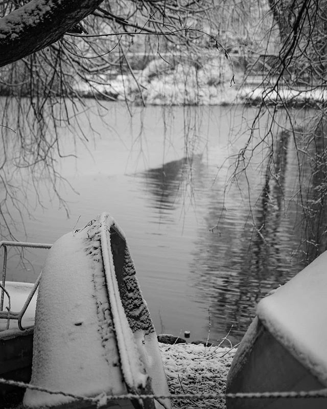 Stranded . . . . #photooftheday #picoftheday #look #nature #winter #snow #ice #boat #lake #hilmteich #graz #walk #blackandwhite #art #artsy #photo #photography #bnw #monochrome #monoart #cold #wintertime #snowflakes #seasons #nature #stranded #alone #leftinthecold
