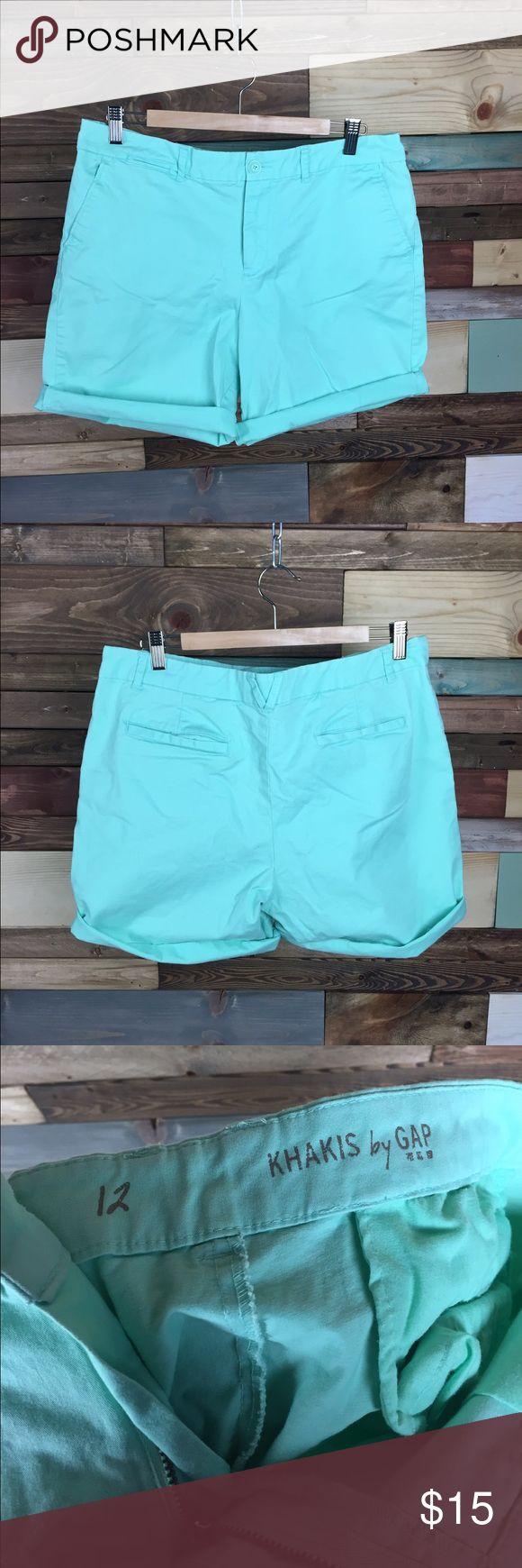 "Gap Mint Green Bermuda Roll up Shorts - 12 Gap Mint Green Bermuda Roll up Shorts - 12  Lightly distressed, perfect for vacation! Comfortable &  flattering high rise  Waist (laying flat): 18"" Inseam: 8"" Rise: 10""  #mintgreen  #vacation #woodsnap #vacation #summer #shorts #longshorts #bermudashorts #rollupshorts #highriseshorts #highwaistedshorts #longshorts #modest #comfortable #casualchic GAP Shorts Bermudas"
