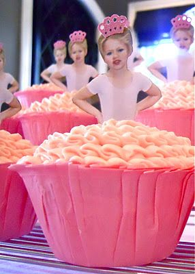 Oh my, this cupcake is too cute!!!..will have to do this for Addison. This link is to a ballerina birthday party. So fun!