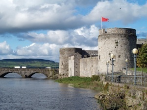50 Places to take kids in Ireland. I'll be happy I pinned this one someday!