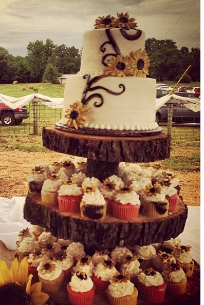 rustic wedding cake and cupcake ideas country style wedding cake and cupcakes wedding 19519